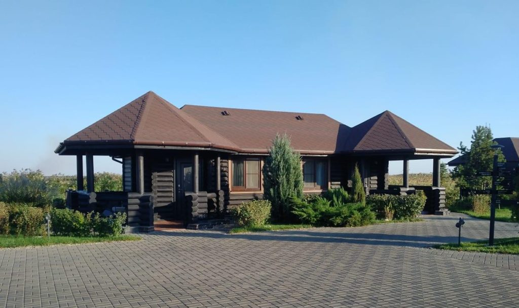 Гостевой деревянный домик из бревна