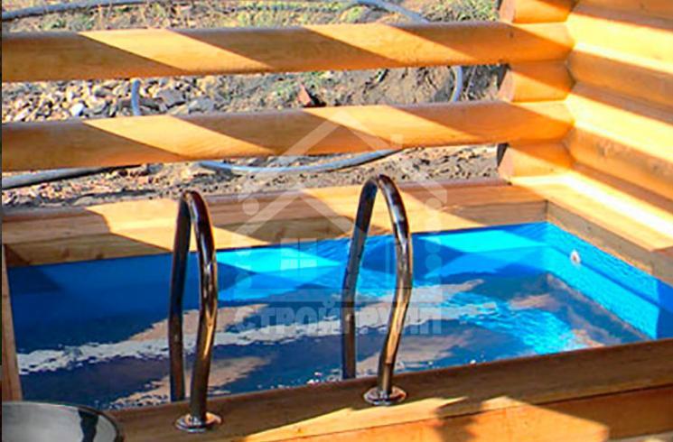 Баня из сруба с бассейном