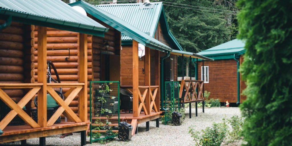 Деревянные домики для базы отдыха