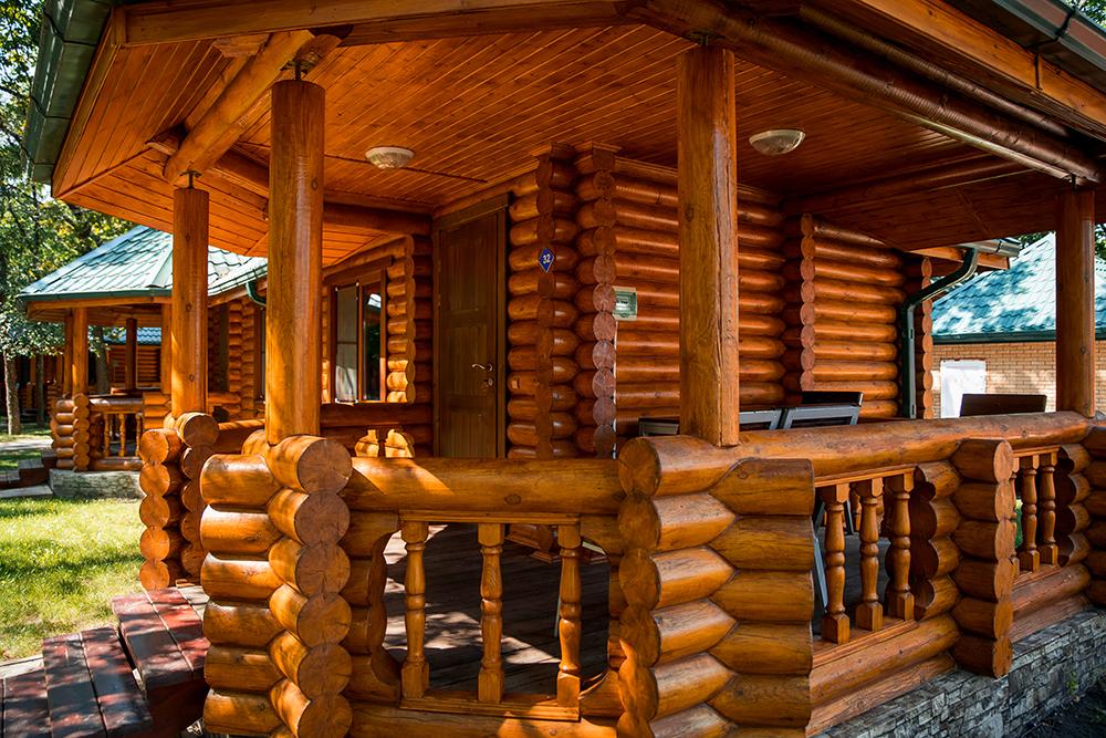 Дом с беседкой для туристической базы