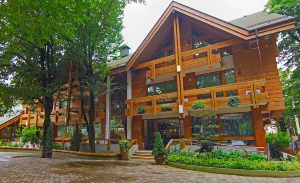 Деревянная гостиница в Сочи. Красная Поляна