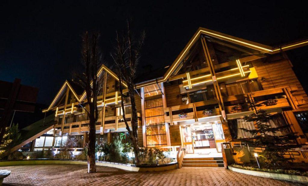Деревянная гостиница Шале из бруса в Красной Поляне