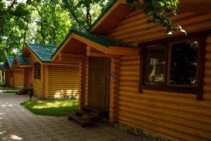 Деревянные домики для туристов