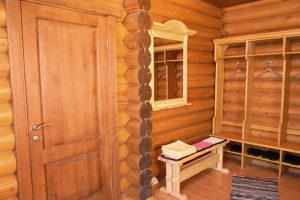 Деревянные двери из сосны