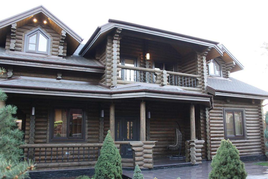 Жилой бревенчатый дом