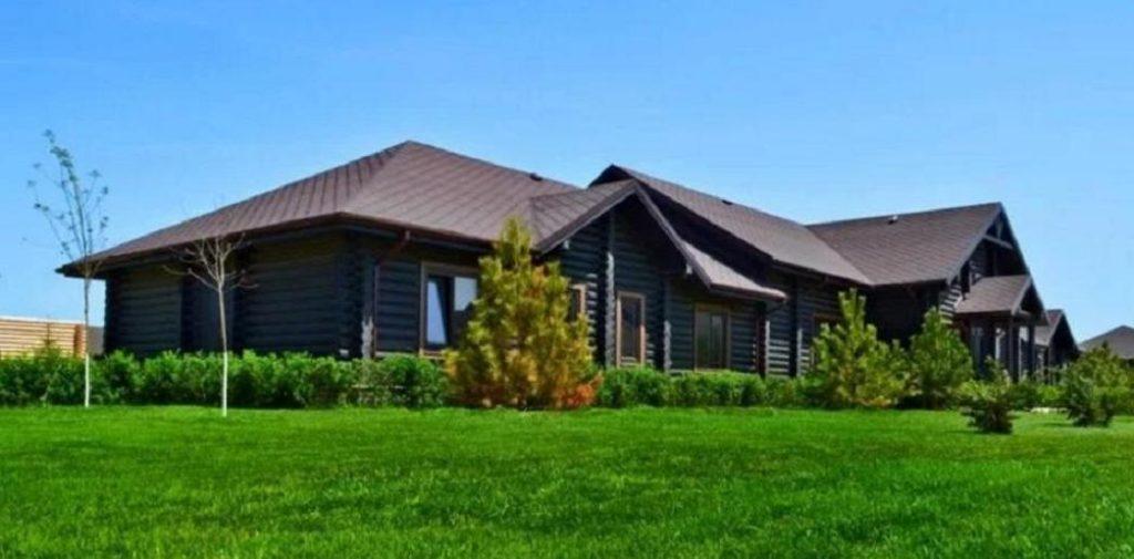 Деревянные дома на базе отдыха