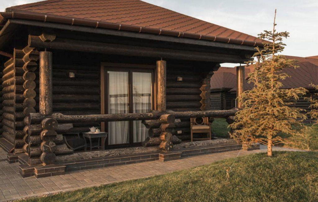 Деревянные евроокна в доме из сруба