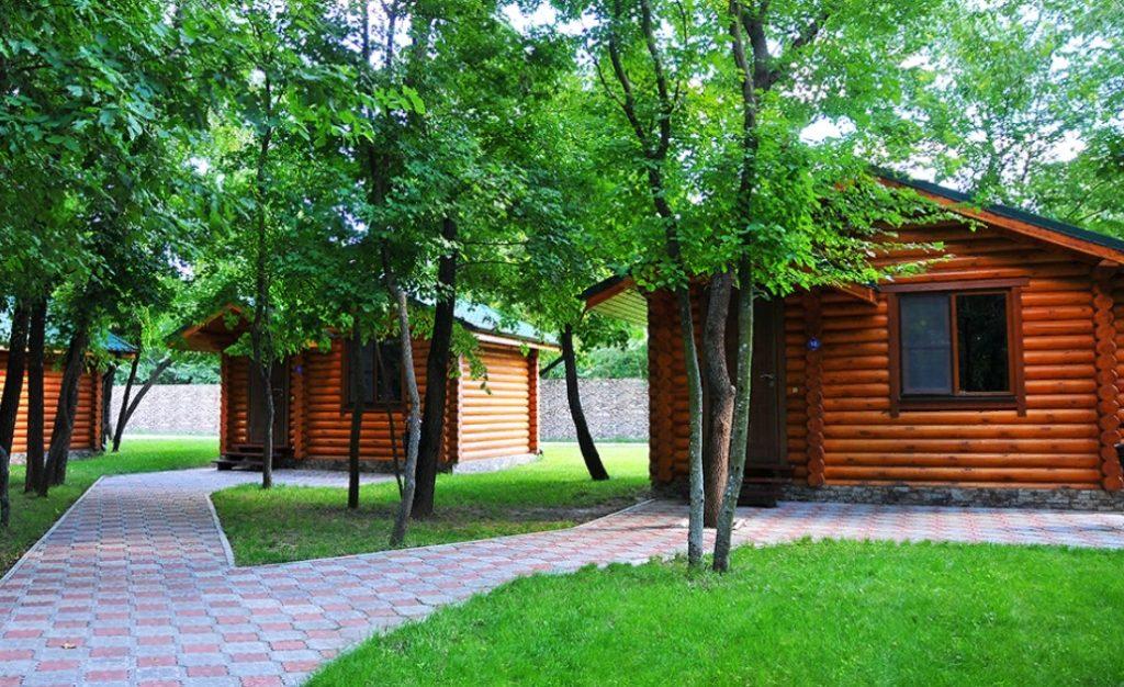 Деревянные домики для сезонного проживания туристов